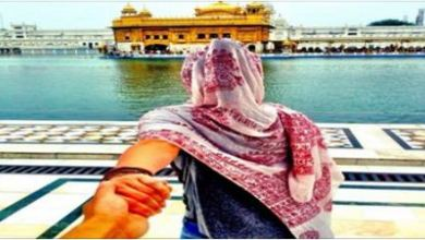 True Story Behind Viral Picture of Couple at Sri Harmandar Sahib 2