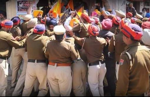 Bapu Surat Singh and Sikh Sangata have been surrounded!