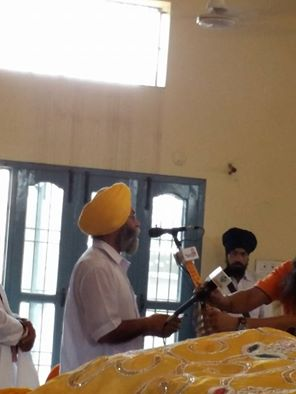 D. Jaspal Singh Hera (Editor band) from the stage as the martyr families welcome