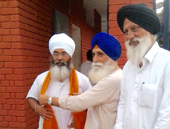 RP-Singh-receives-Bhai-Shamsher-Singh-outside-Chandigarh-Model-Jail-Burail