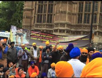 Sikhs locked off London outside parliament 14