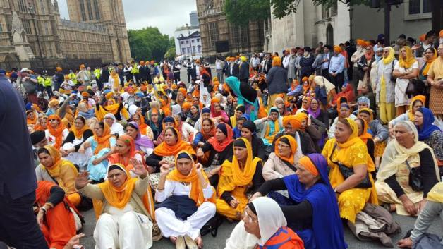 Sikhs locked off London outside parliament 3