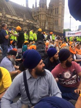 Sikhs locked off London outside parliament 4
