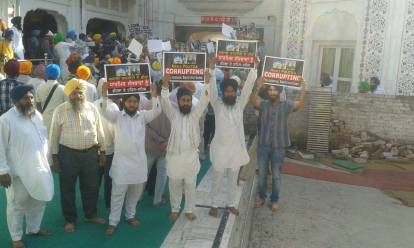 Pics from todays protest at Akaal Takhat Sahib from Dal Khalsa Panch Pardhani against the pardon given to sauda sadh (7)