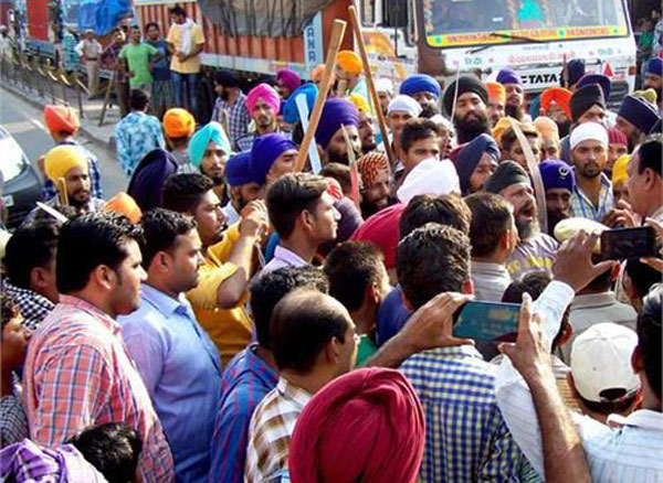 Promotional rally for Ram Rahim movie erupts in clash between Sikhs and Sirsa