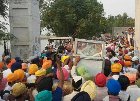 Khalsa Seva Singhs have reached the funeral of bhai Gurjeet Singh ji. Parnaam shaheeda nu 7