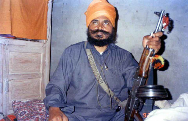 Baba Manochahal with his GPM (GeneralPurposeMachinegun)