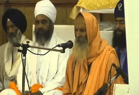 VHP and RSS senior leader, Swami Parmanand Giri, invited to do Katha at the Barsi of Sant Kartar Singh Bhindranwale, organized by Damdami Taksal UK at Gurdwara Baba Sangh Smethwick on August 23, 2008