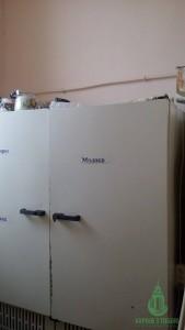 Холодильник на кухне школы-интерната.
