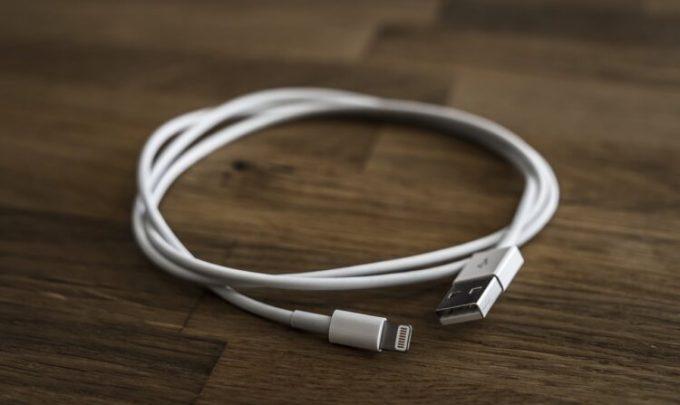 Memindahkan file dari HP ke laptop menggunakan kabel USB agar cepat selesai
