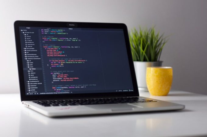 Aplikasi pembuat web