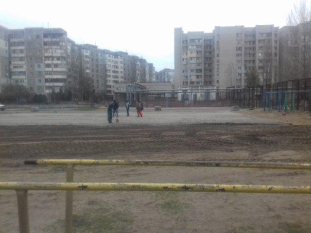 На Острове строят футбольное поле