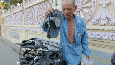 Photo of Making sandals from tires: The pensioner who refuses to quit