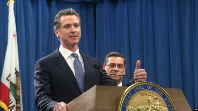Photo of California governor pardons 3 convicted immigrants to help block deportations