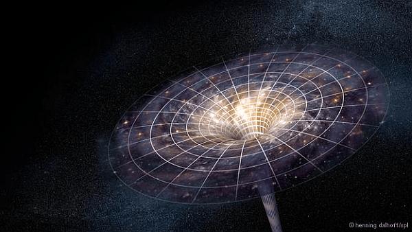 Kara-deliğe-düşen-astronota-ne-olur