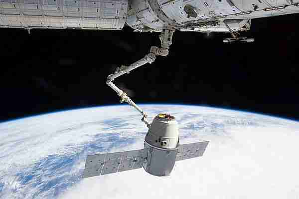 Dragon kapsülü şikdiden uzay itasyonuna erzak taşıyor.