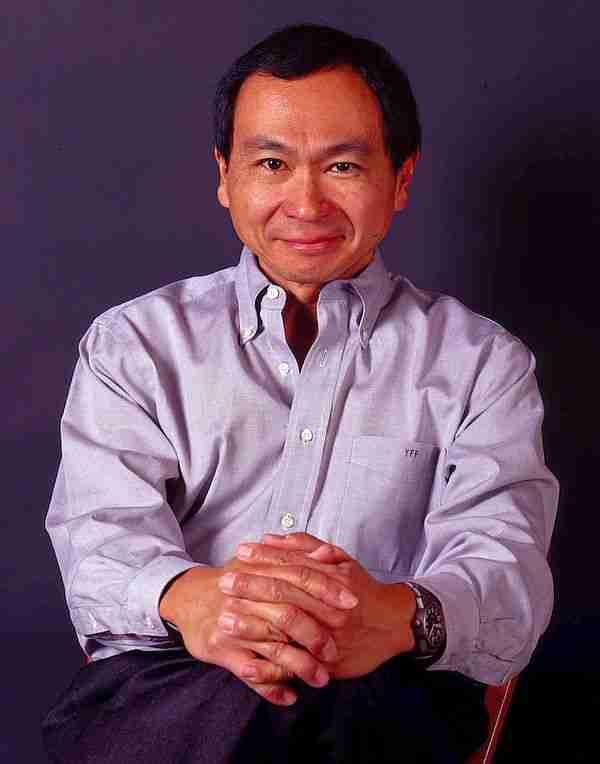Fukuyama Amerika'nın çok kutuplu dünyada güç kaybetmesini tarihin sonu olarak yorumladı. Oldukça benmerkezci bir görüş.