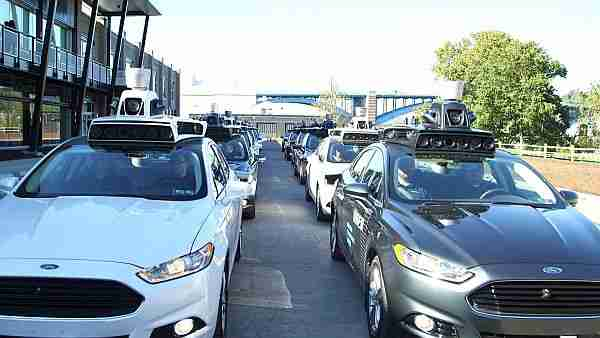 robot_taksi-taksi-uber-renault-waymo