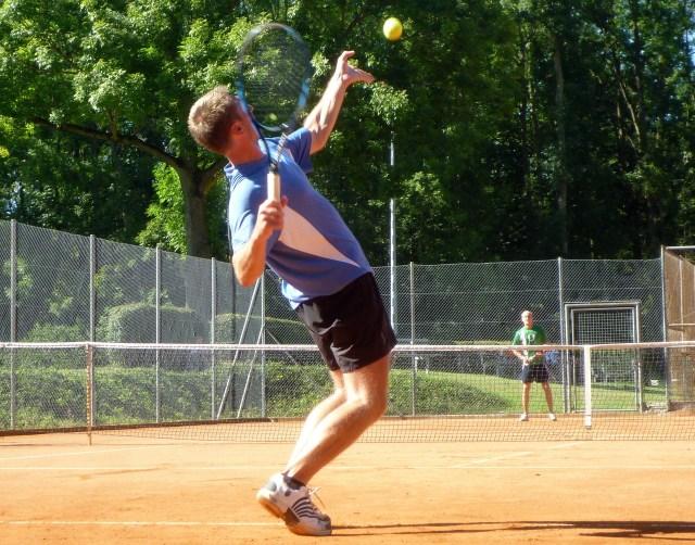 Bild: Pixabay von dietmaha http://pixabay.com/de/tennis-tennis-spielen-dynamik-245210/