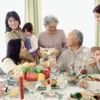 Hạnh phúc gia đình qua những bữa cơm hàng ngày