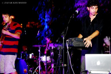 Left to Right: Kabir David (Guitar), Nirvan Athreya (Keyboard/Vocals)