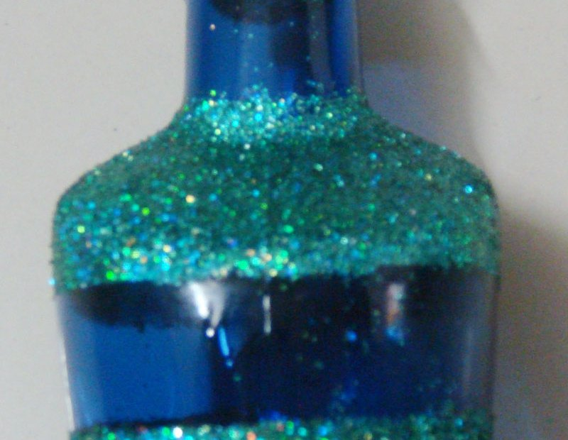 Upcycle bottle using glitter Bottle1 4