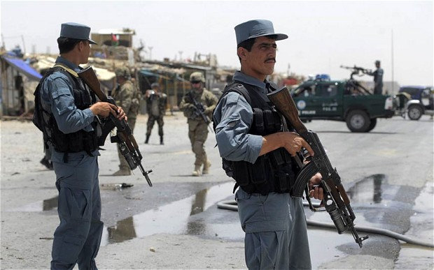 بغلان ضلعې ګذرګاه نور کښې بمې چاؤدنه کښې پينځه افغان پوليس اهلکاران پحق رسيدلې