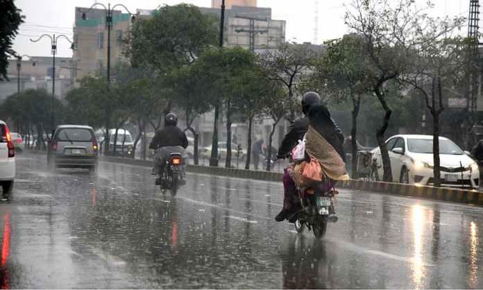 د ملک زياتره بالائى او وسطى برخو کښې باران شوې