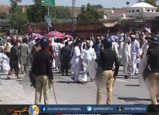 پشاور، سرکاری ملازمین کا احتجاج، پولیس کی مظاہرین کو منتشر کرنے کے لئے ہوائی فائرنگ