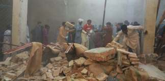 Roof of ware house collapsed in Sukkur