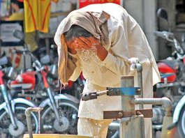 High temperature and absence of breeze makes life difficult in Karachi