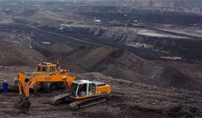 First layer of coal unearthed in Thar