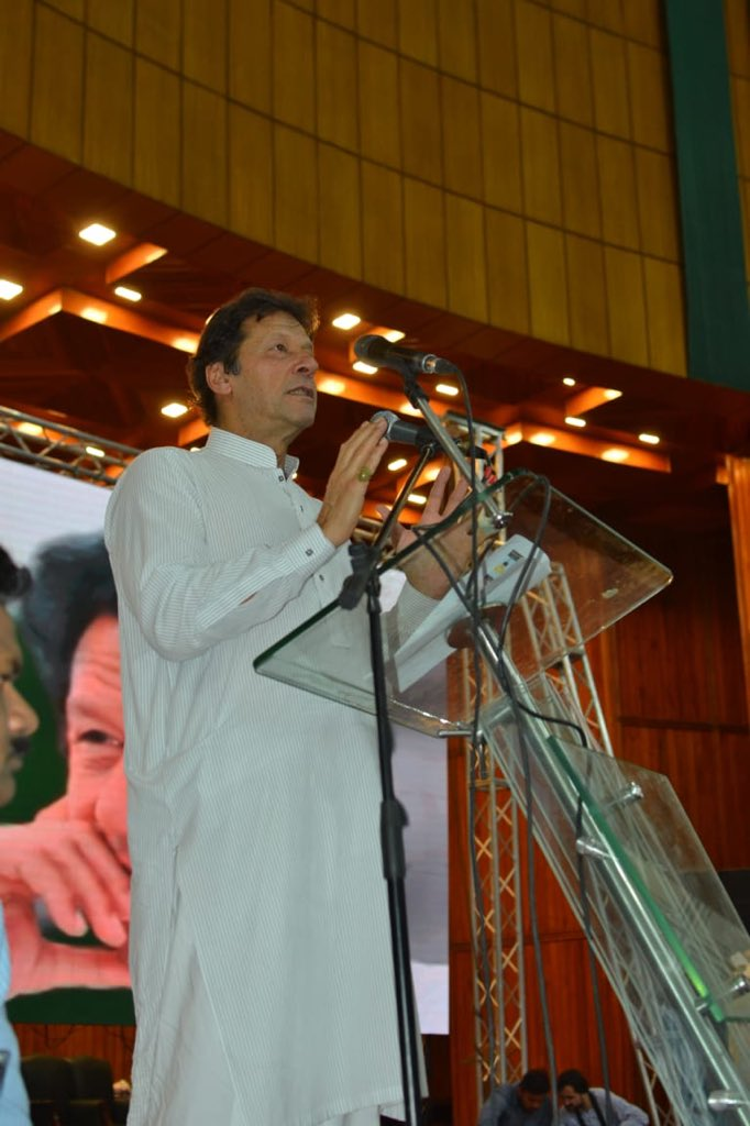 Imran Khan promises to wage war against corruption after assuming power