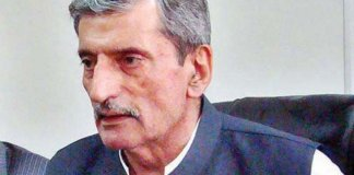 ANP's Ghulam Bilour concedes defeat, says Imran popular among masses