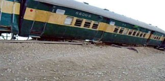 Two injured as eight bogies of Khushhal Express derail near Sehwan