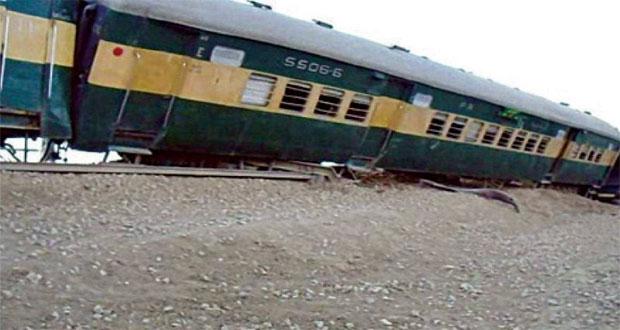 Two injured as eight bogies of Khushhal Express derail near Sehwan
