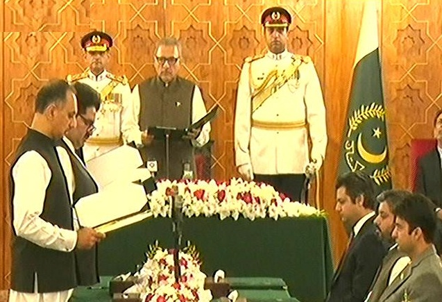 Six more ministers take oath in PM Imran's federal cabinet