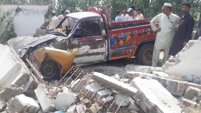 Eighteen injured as two vehicles collided in Bajaur