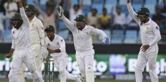2nd Test: Two quick wickets in last session put Pakistan on top