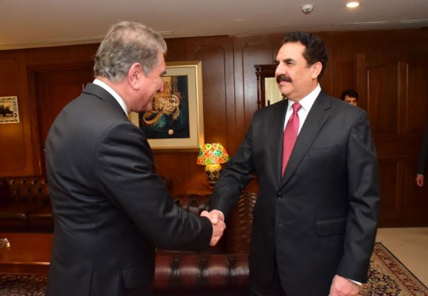 Raheel Sharif, FM Qureshi exchange views on regional peace