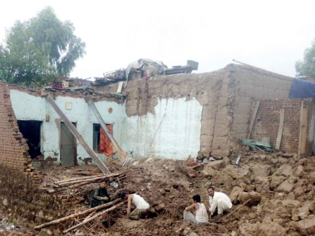 Three killed as house roof collapses in Upper Dir