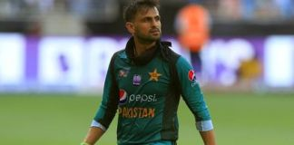 Shoaib Malik rejoins Pak cricket team in England
