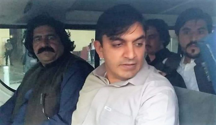 ATC grants bails to MNAs Dawar, Wazir's bail in one case but rejects in another