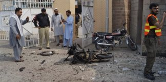 12 including policemen martyred in suicide blast, gun attack in DI Khan