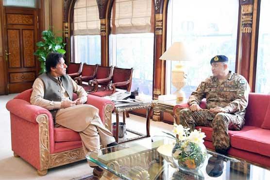 Army Chief General Qamar Bajwa calls on PM Imran