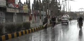 Morning rain turns weather pleasant in Karachi