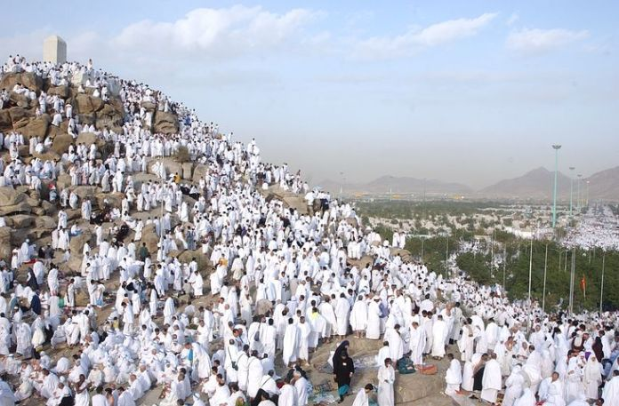 Hajj pilgrims arrive at Arafat to perform