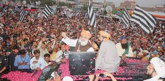 Maulana Fazlur Rehman resumes Azadi March towards Islamabad