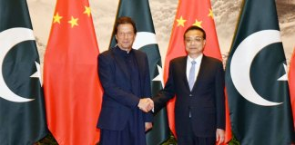 PM Imran meets Chinese counterpart, discusses Kashmir issue