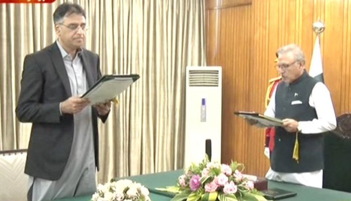 Asad Umar takes oath as Minister for Planning and Special Initiatives
